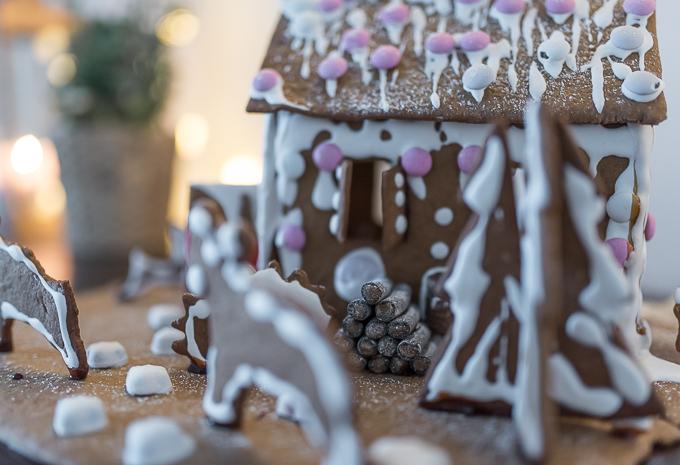 piparkakkutalo ja piha, gingerbread house
