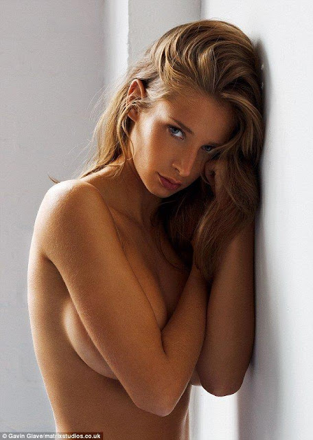 Emily-Shaw-hottest-topless-popular-pic