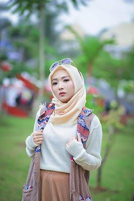 Foto Cewek Model  hijab segi 4 2017 Foto Cewek Model  hijab persegi 4