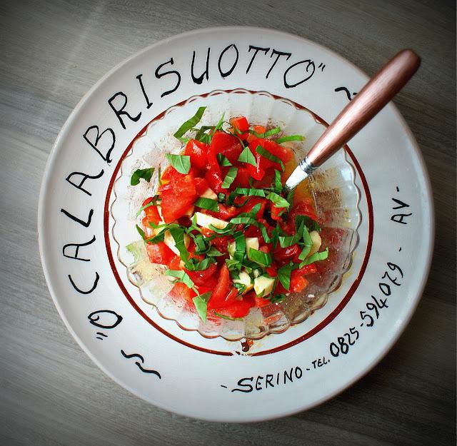 bruschetta al pomodoro,bruschetta,calabria,cucina calabrese,mozzarella,bazylia,caprese,pomidory,anipasto,olitalia,oliwa z oliwek,proeco,lidl,dan cake,