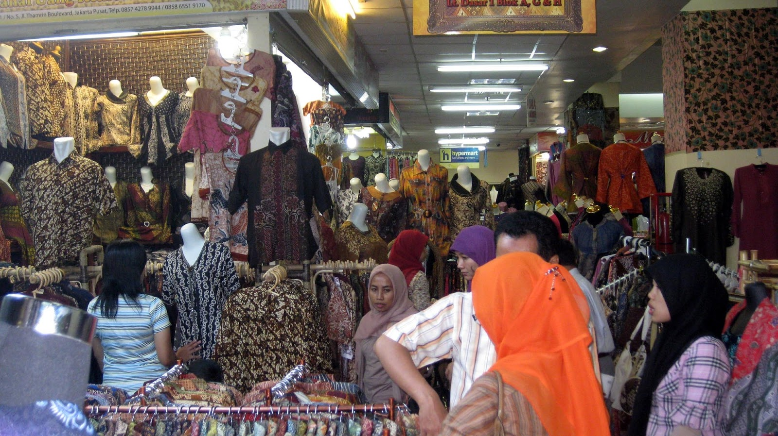 Pusat Batik Nusantara Thamrin City (Foto  beritasatu.com) c2a3af1858
