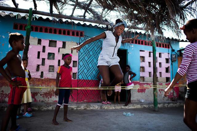 Ghé thăm hòn đảo đông dân nhất thế giới: Diện tích chỉ gần bằng 2 sân bóng đá