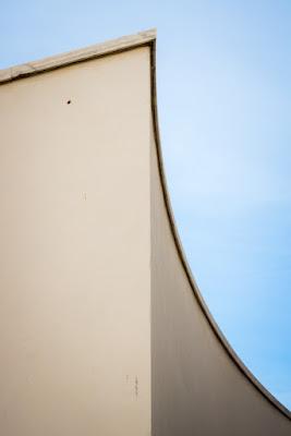 Fragmento del edificio del Auditorio de la Manzana del Revellín en Ceuta