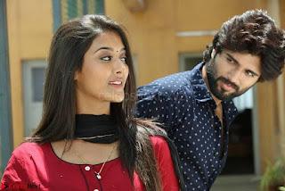 Pooja Jhaveri romancing Vijay Devarakonda in movie Dwaraka (10).jpg