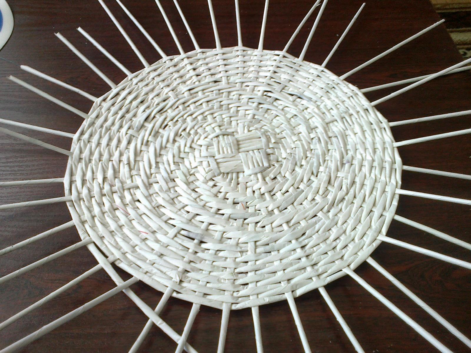 c6dd684c414749 Ścianki wyplatałam tak jak w koszyczku-szkatułce (zamieszczone wykonanie w  kursikach z wikliny )