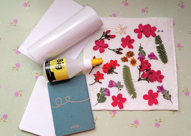 רעיונות לשימוש בפרחים מיובשים