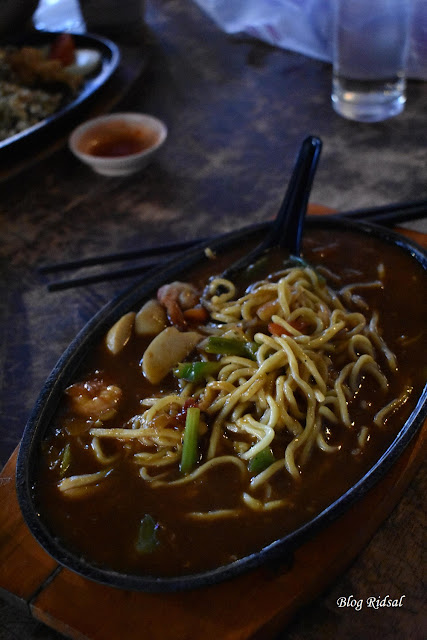 Raden'S Crispy Steak and Spicy Chicken: Bisa Nongkrong Sambil Nostalgia - Mie Hotplate