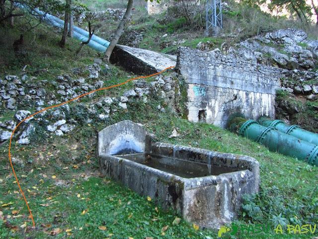 Fuente en la subida a Camarmeña