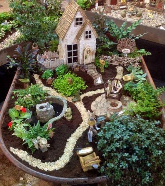 Cottage inglese con giardino in miniatura