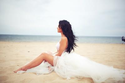 honorata skarbek, halka tiulowa biała, rozkloszowana spódnica, tiulowa spódnica