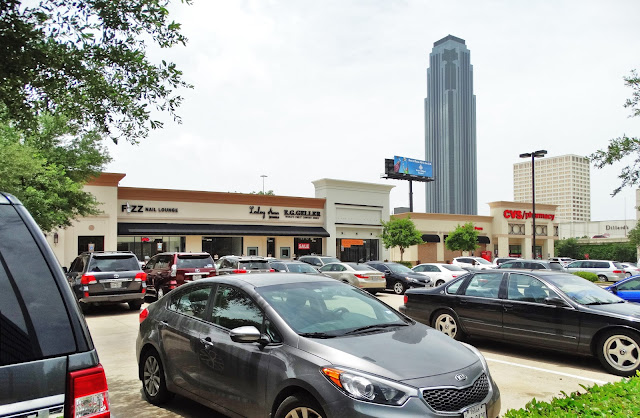 Uptown Plaza shopping center - Westheimer at the West Loop