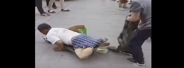 ocultaba sus piernas para perdir dinero