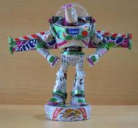 Manualidades con material reciclado - Personaje de Toy Story hecho con latas