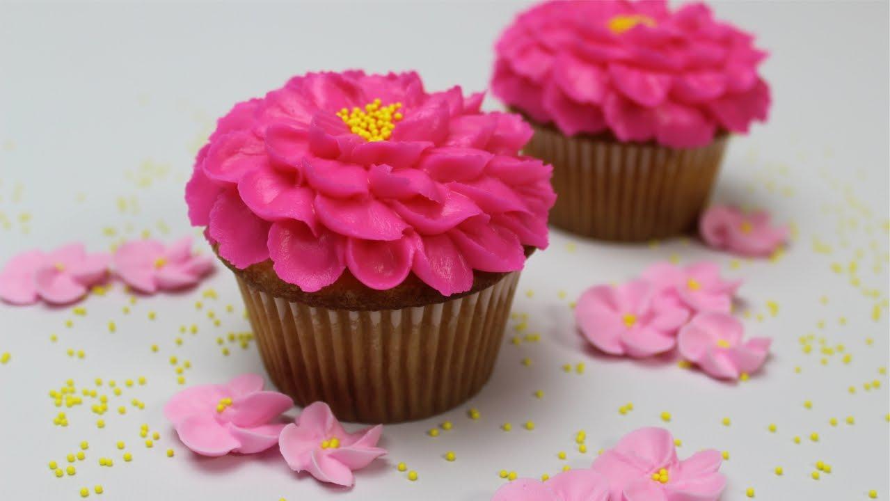 C mo hacer rosas de crema de mantequilla f cil y r pido for Como decorar una torta facil y rapido