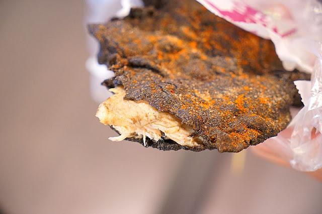 DSC05964 - 逢甲墨魚雞排│黑壓壓的一片這是雞排炸焦了嗎?噢不,這其實是墨魚口味拉(已歇業
