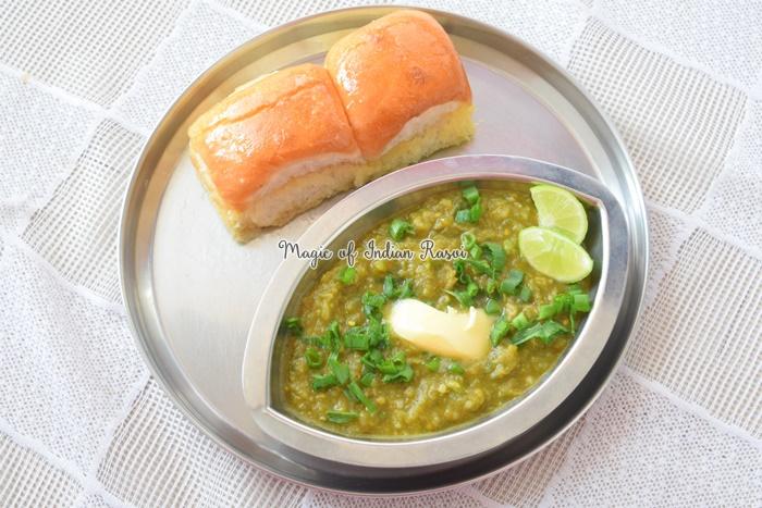 Hariyali Pav Bhaji - Green Pao Bhaji Recipe - हरियाली पाव भाजी रेसिपी - Priya R - Magic of Indian Rasoi