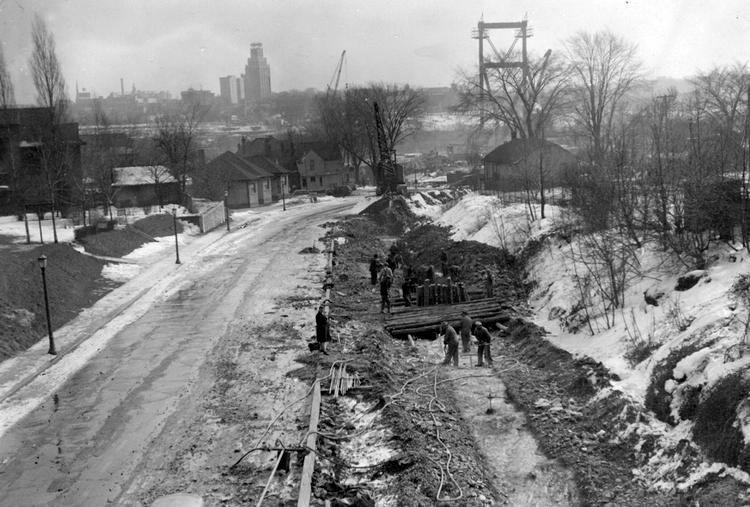 13 February 1941 worldwartwo.filminspector.com Rainbow Bridge Niagara Falls road construction