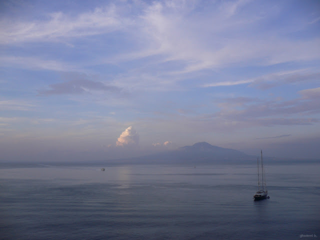 Fotografia del Vesuvio e del Golfo di Napoli