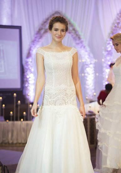 Váy cưới ren cho mùa Xuân Hè 2015