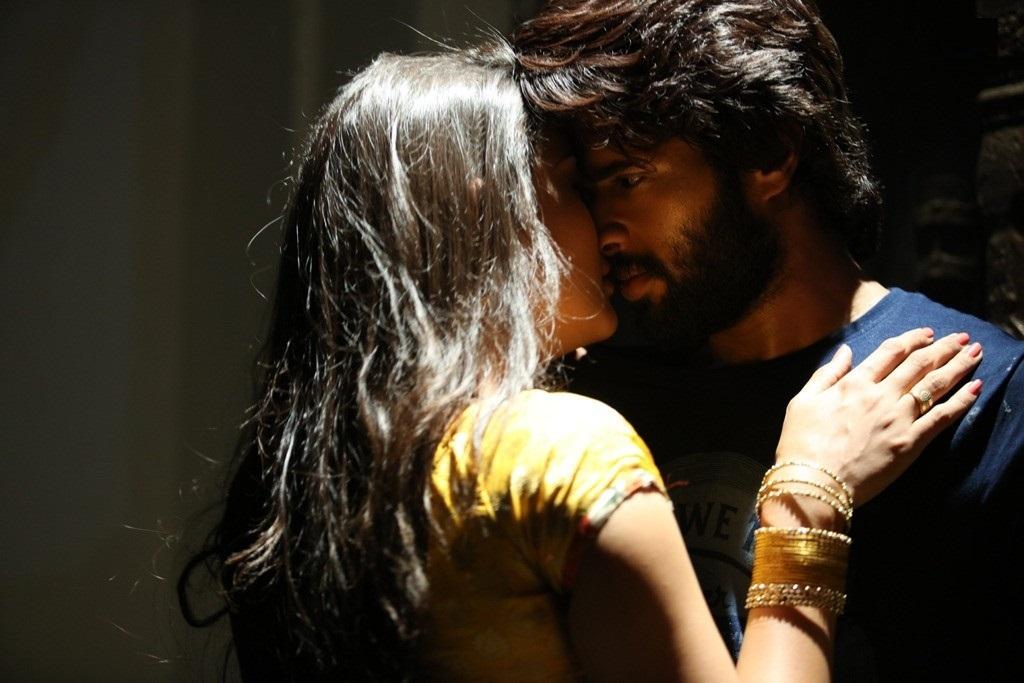 Dwaraka: Vijay Deverakonda & Pooja Jhaveri - Kiss 4