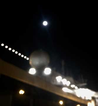 Supermoon above cruise ship in Ashdad, Israel (Source: Palmia Observatory)