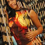Andrea Rincon, Selena Spice Galeria 36 : Shakiras, Camiseta Negra Con Amarillo y Rojo, Tanga Amarilla y Naranja Foto 34