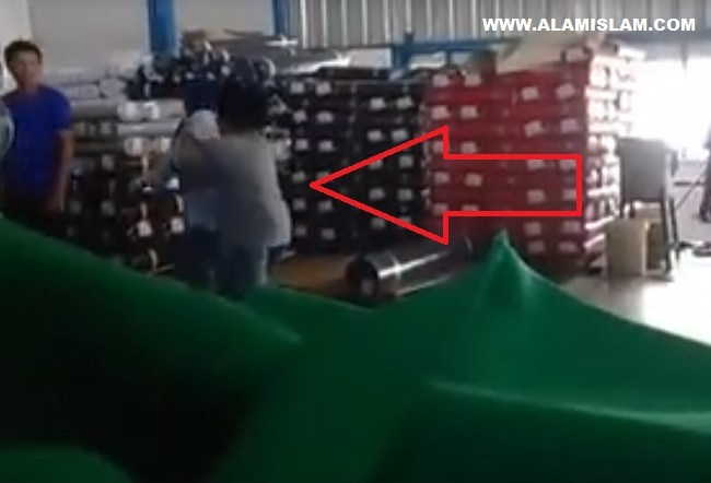 Pelecehan Islam buruh tekstil Kota Bandung dilarang sholat oleh pengusaha cina Tionghoa.