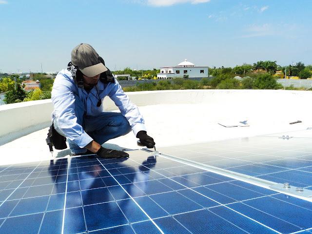 सोलर पॅनल बसविण्याचा उद्योग Solar Panel Installation Industry