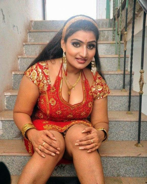 Hot and spicy aunty photos