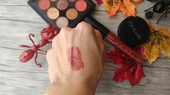 Maquillaje de otoño: labial Mug Shot de acabado metálico de la marca Focallure