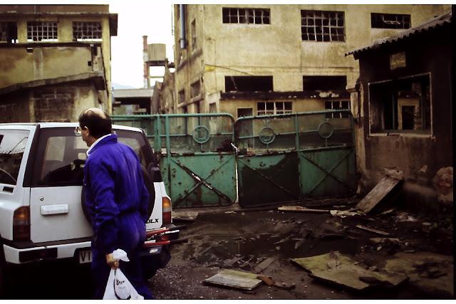Ruinas en los años noventa de la fábrica que producía lindane en Ansio