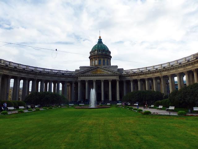Cerkiew Kazańska, przypomina Bazylikę św. Piotra w Rzymie.