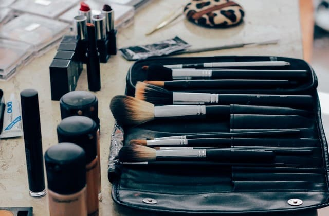kosmetik menjadi penyebab jerawat batu