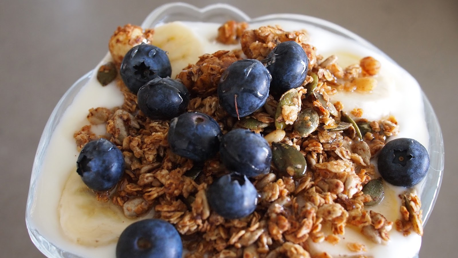 Granola. Yoghurt and Blueberries