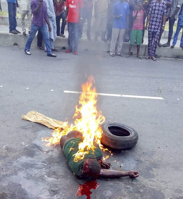 Man burnt to death for stealing mobile phone in Lagos (graphic photos)