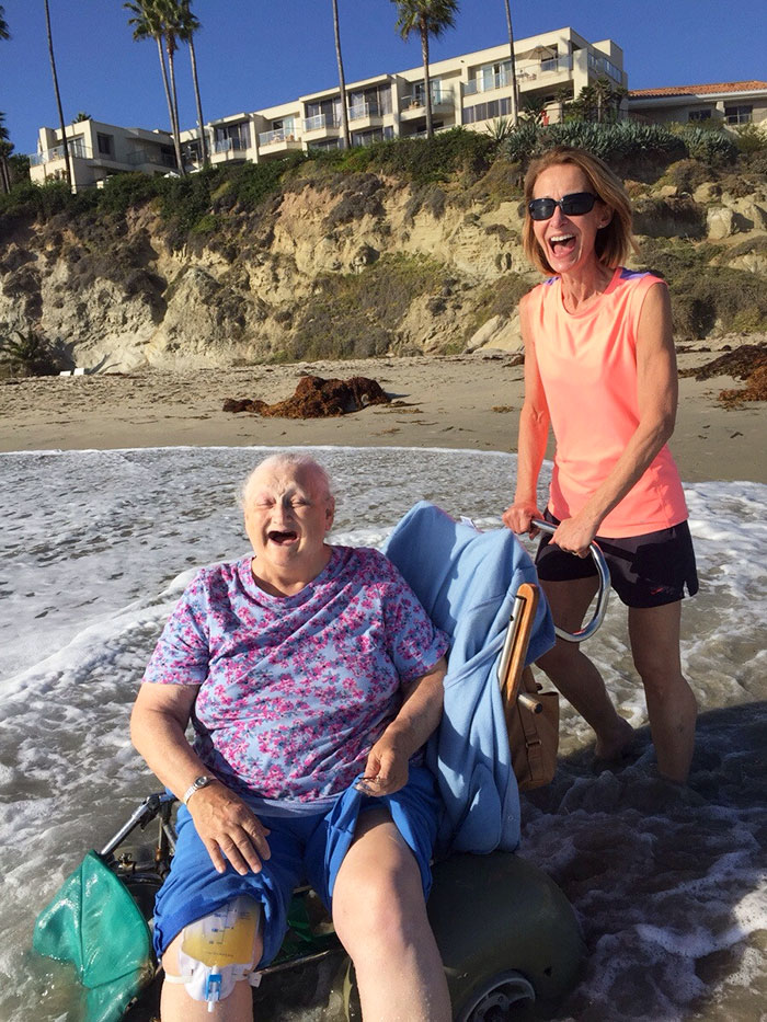 36 People's Heart-Breaking Last Wishes - My Grandma Wanted To See The Ocean One Last Time Before Checking Into Hospice. Her Face Says It All