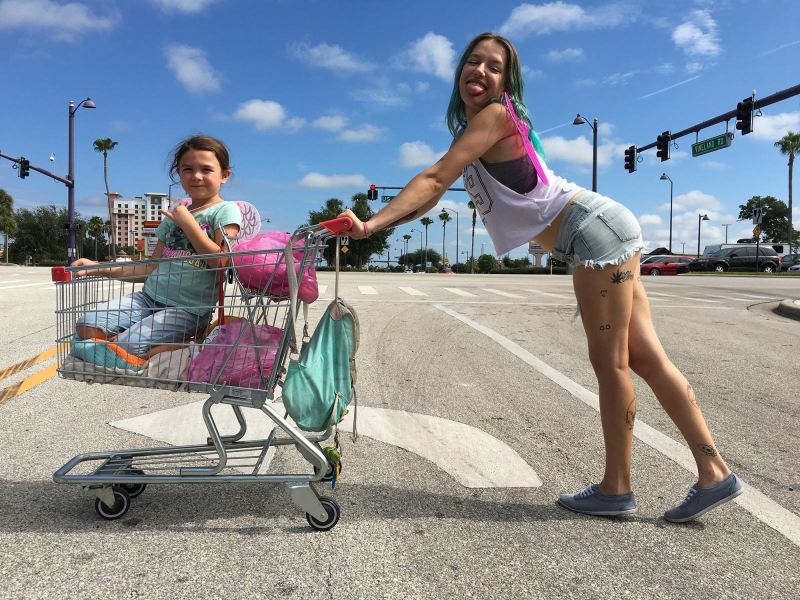 THE FLORIDA PROJECT - Brooklynn Prince, Bria Vinaite