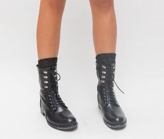 Ghete ianlte de iarna pentru fete, negre cu insertii metalice la moda