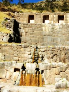 Canais de Água de Tambomachay, em Cusco