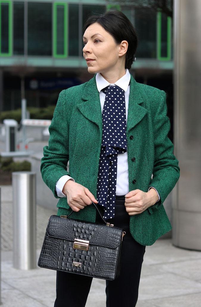 zielona marynarka do pracy