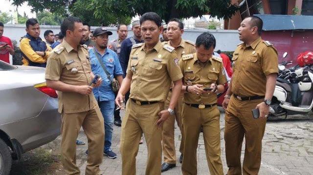 Diperiksa hingga Malam, Camat Pendukung Jokowi 'Kencing-kencing' di Bawaslu Sulsel!