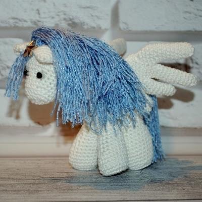 Конь Пегас амигуруми