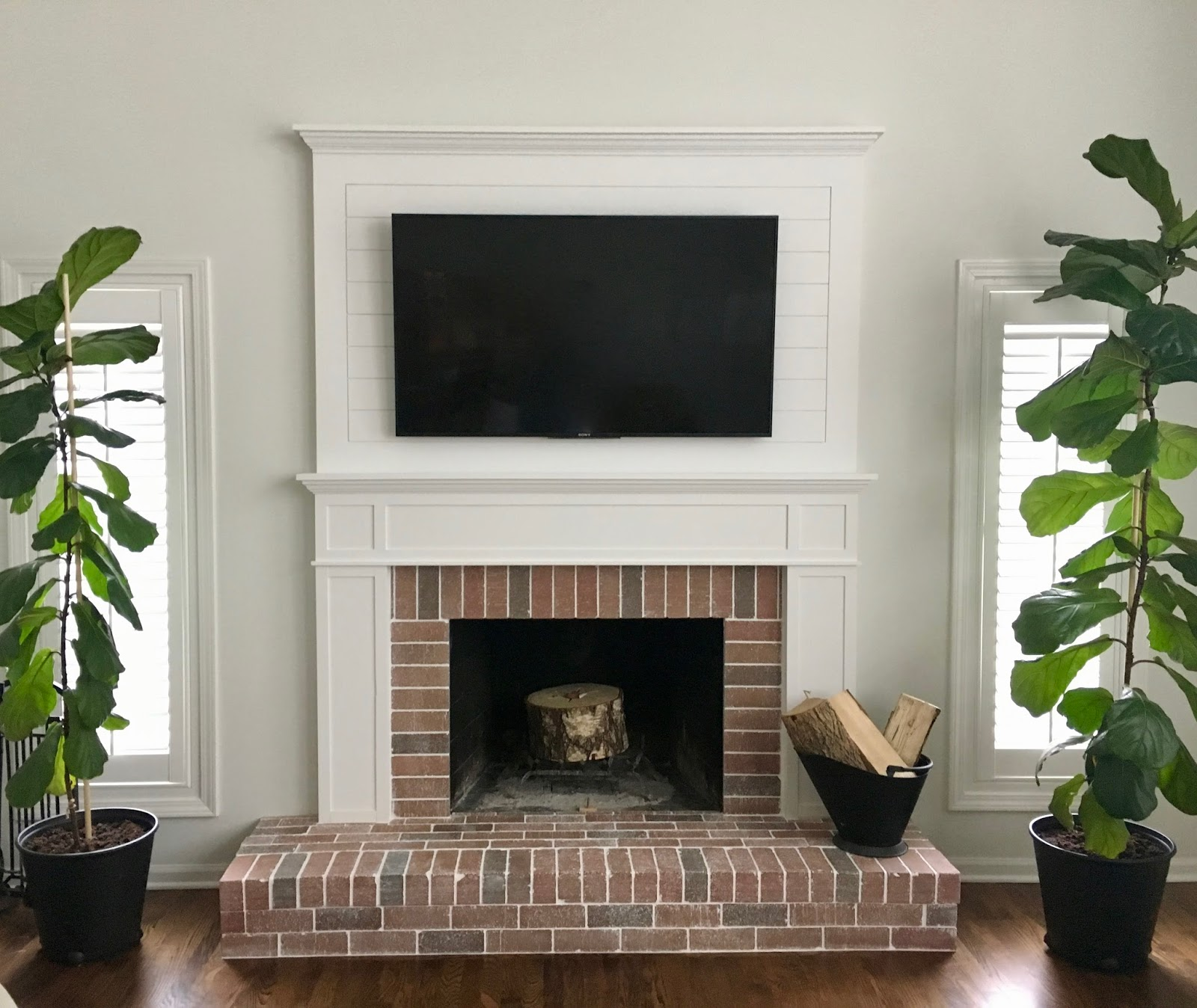 Amanda rapp design farmhouse fireplace remodel for Farmhouse fireplace decor