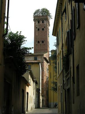 Torre Guinigi vista desde la calle