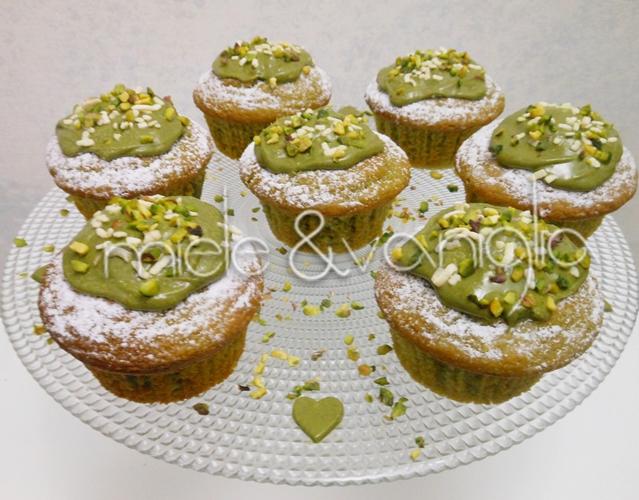 muffin al pistacchio con ripieno di ganache al pistacchio