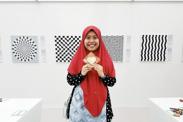 Farah H at Museum of Illusions, Kuala Lumpur