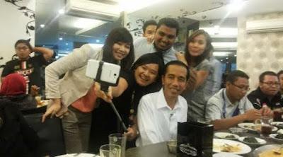 Jokowi Pakai Kalung Salib Templar adalah Bohong!