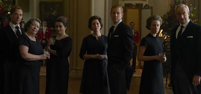 O novo elenco de The Crown: ao centro, os protagonistas Olivia Colman e Tobias Menzies