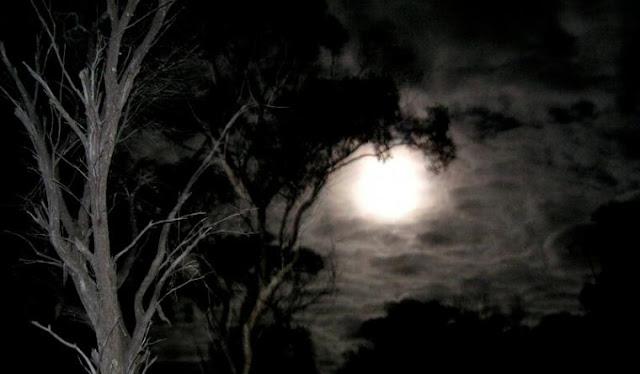 Mengungkap Misteri Malam Jumat Kliwon yang Biikin Merinding