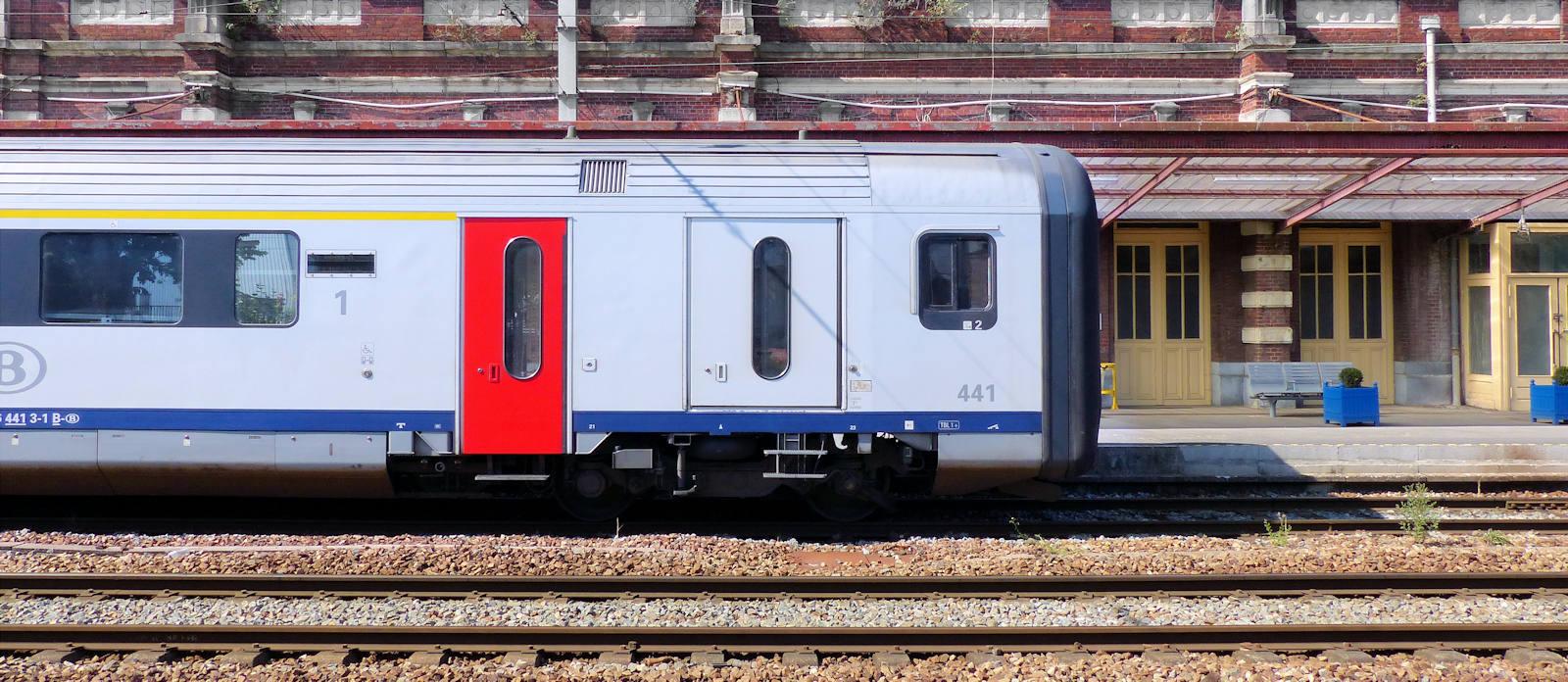 Gare de Tourcoing - Train TER à quai